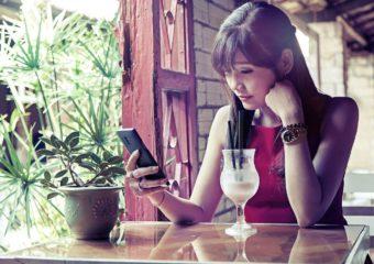 Ragazza non si connette a WiFi hotel -Come connettersi a rete WiFi hotel
